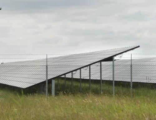 Wat is het nut van zonnepanelen op akkers en wie heeft daar voordeel bij?