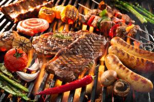 Vleeshetze Sinds jaar en dag proberen vegetariërs ons van het vlees af te krijgen. Ze kregen hun zin niet en hun aanhang stabiliseerde