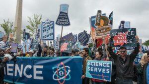 Willen jullie minder of meer wetenschappers? Overigens ben ik van mening dat de klimaatwet totaal moet worden vernietigd !