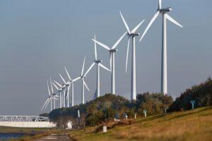 Bom onder alle Nederlandse windmolens en windmolenparken ? crisis en herstelwet in te zetten voor een zeer geringe productie van wind en zon