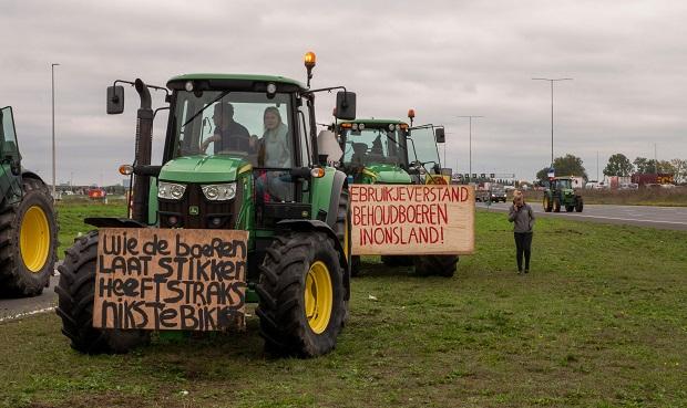 De stikstofcrisis Wat is eigenlijk het probleem? zijn geen vervuiling en al helemaal geen gevaarlijke stoffen, maar meststoffen.