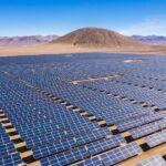 Bizar plan om Australische woestijn vol te zetten met duizenden windturbines & zonnepanelen