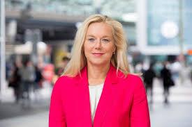 Sigrid Kaag schikgodin vermeend door mensen veroorzaakte catastrofale opwarming klimaatverandering uitdaging van de milieukampioen