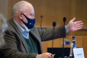 EU keurt curieuze Klimaatwet Frans Timmermans goed met de onzinnige en onhaalbare klimaatwet Klimaatneutraal is een 'groene' leugen