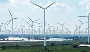 Bij windmolens gaat het over drie dingen, geld, geld en geld De Andere Krant ondervinden tienduizenden Nederlanders overlast van windmolens.