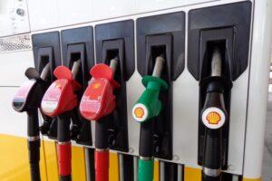 energietransitie, een orgie van verspilling, uitputting en milieu-vervuiling Shell is  6 grootste bedrijven een 'fossiele' pet en groene' pet.